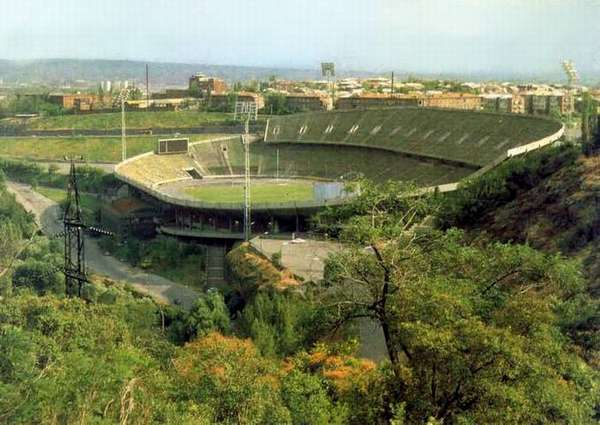Файл:Стадион «Раздан» на 70 тыс. зрителей в Ереване.jpg